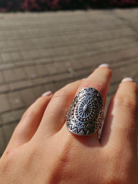 Похоже это любимое кольцо)
