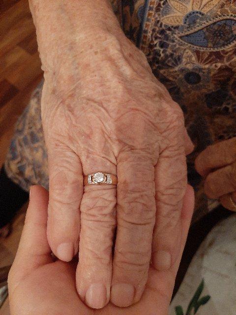 Купила бабушке на днюху
