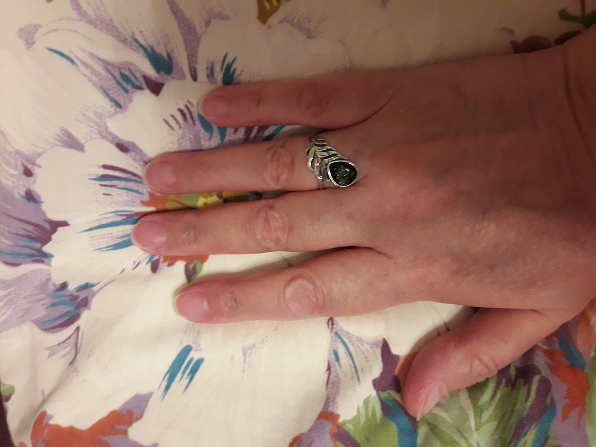 Красивое кольцо с янтарем