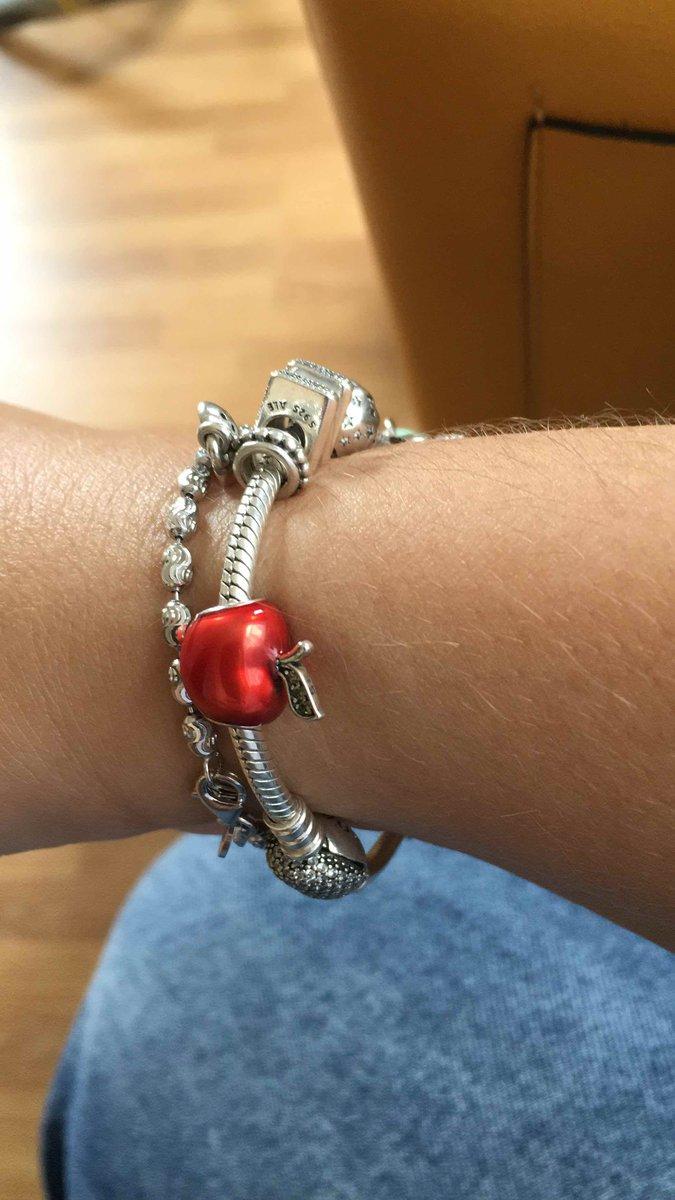 Красные яблоки, кто знает, тот поймет ))