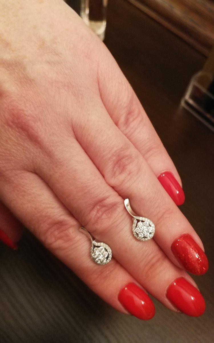 Серьги с бриллиантами, праздничный вариант.