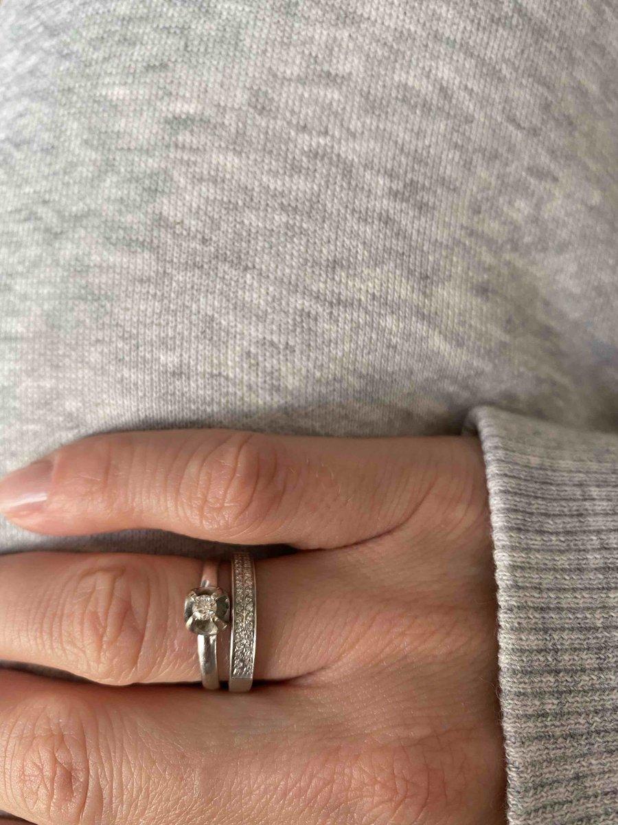 Кольцо с дорожкой бриллиантов