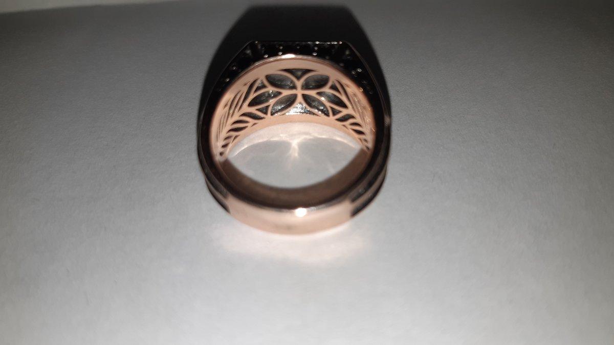 Очень красивое и качественное кольцо понравилось рекомендую