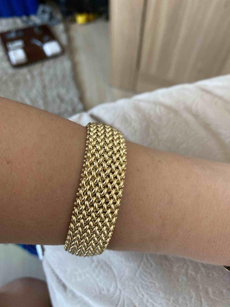 Оригинальный и красивый браслет.