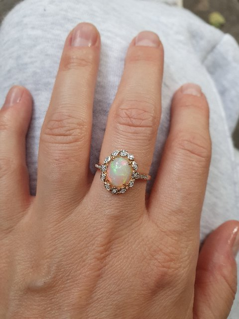 Восхитительное кольцо с опалом