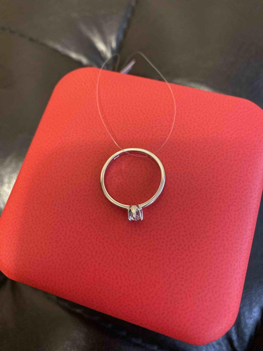Бриллиантовое кольцо.