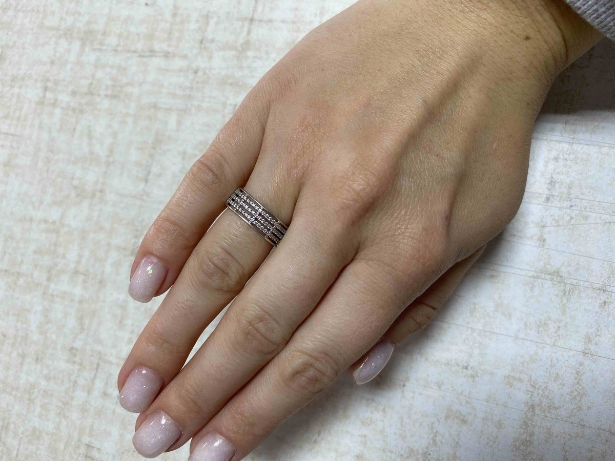 Шикарное кольцо , хорошо заменяет обручальное!