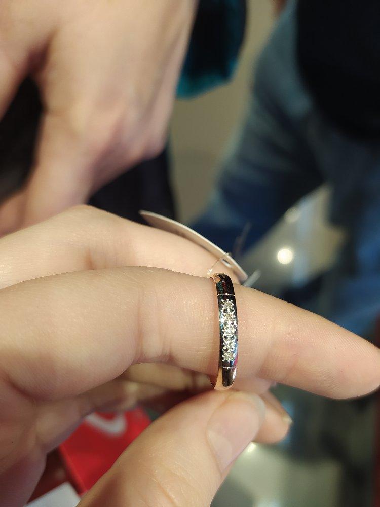 """Купили золотое кольцо на бракосочетание с настоящими алмазами в трц """"алмаз"""""""