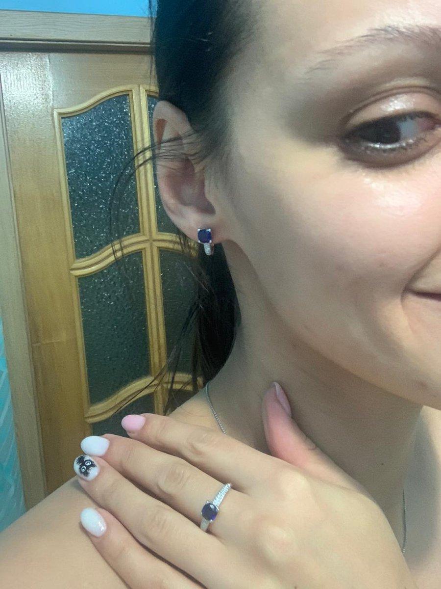 Кольцо аккуратное,белое золото с синим камнем очень сочитается