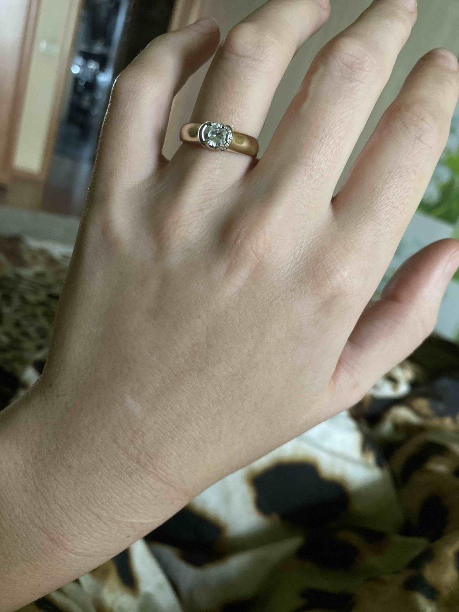 Кольцо очень стильно смотрится