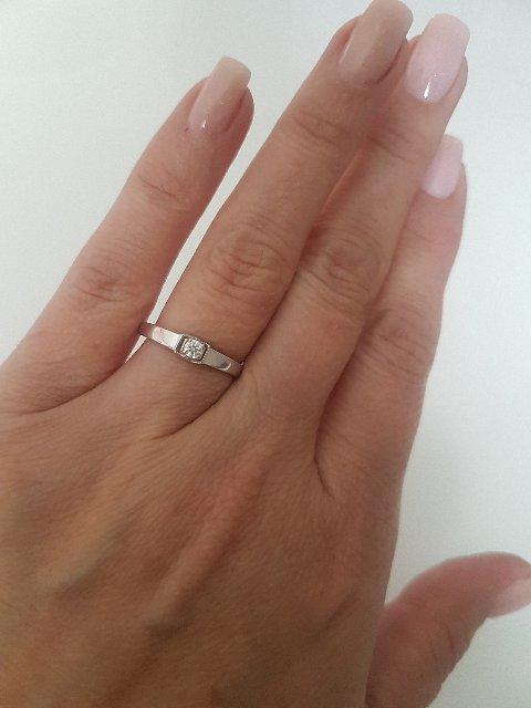 Золтое кольцо с бриллиантом