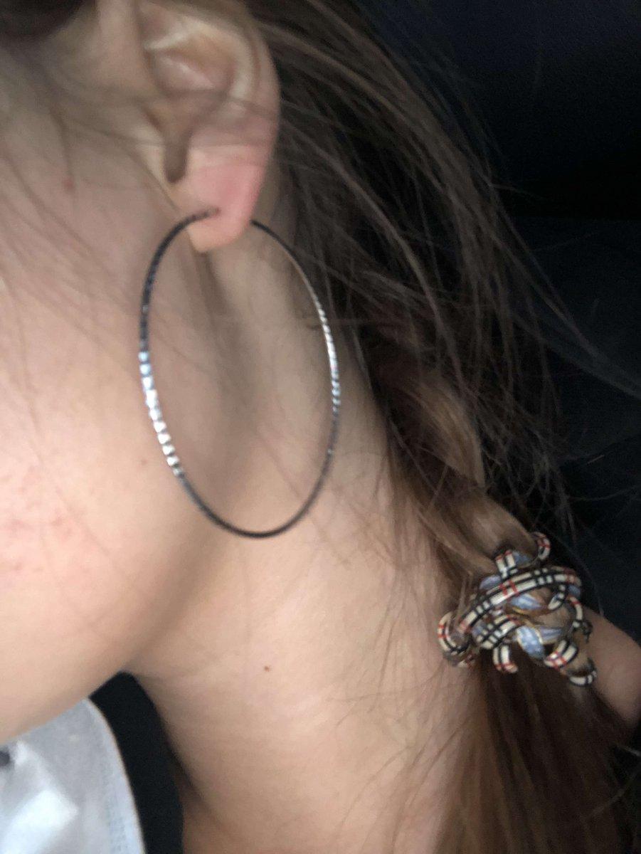 Отличные кольца, застегиваются легко, не раскрываются , уши от них не болят