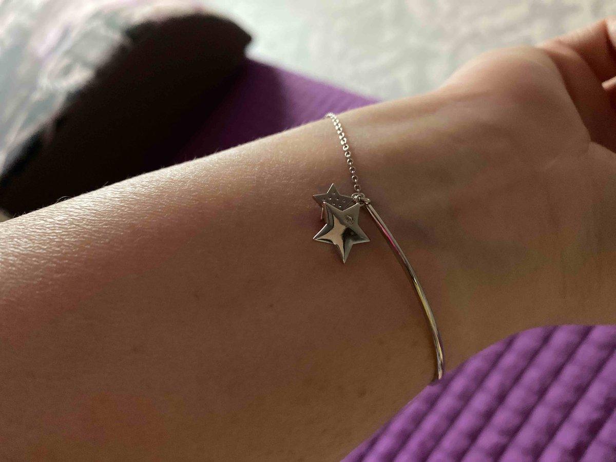 Очень красивый и милый серебрянный браслет с фианитами. мне очень нравится.