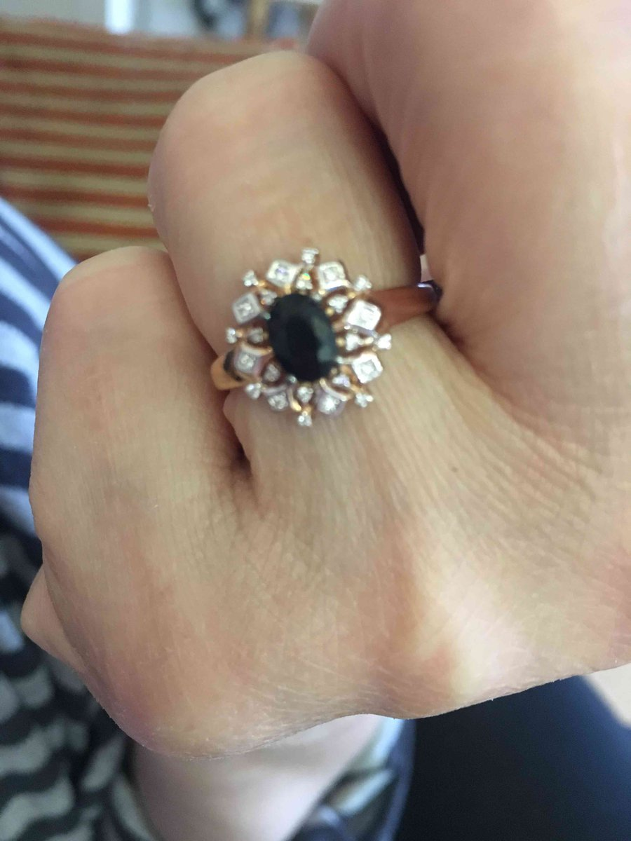 Кольцо с брилиантами и сапфиром.