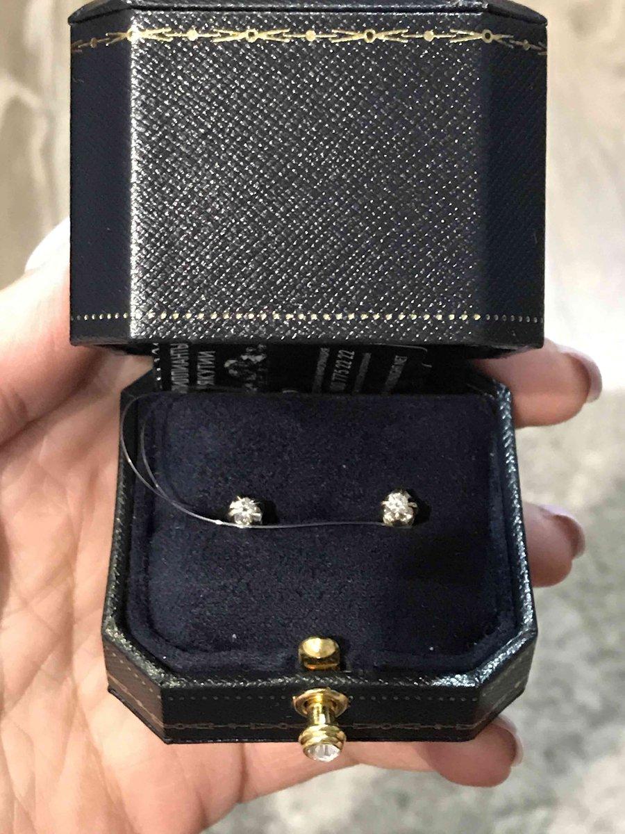 Золотые пусссеты с бриллиантами