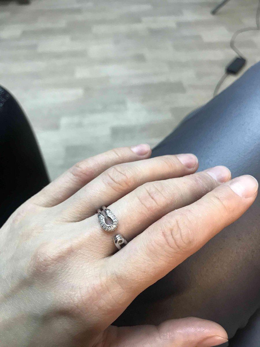 Серебрянное кольцо в виде булавочки