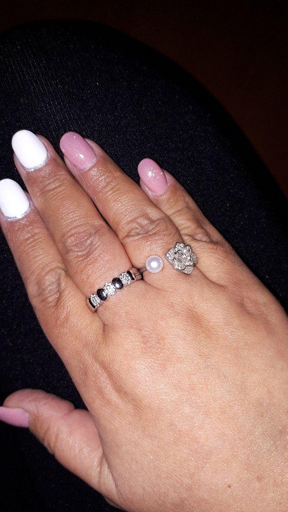 Необычное кольцо с красивым обрамлением