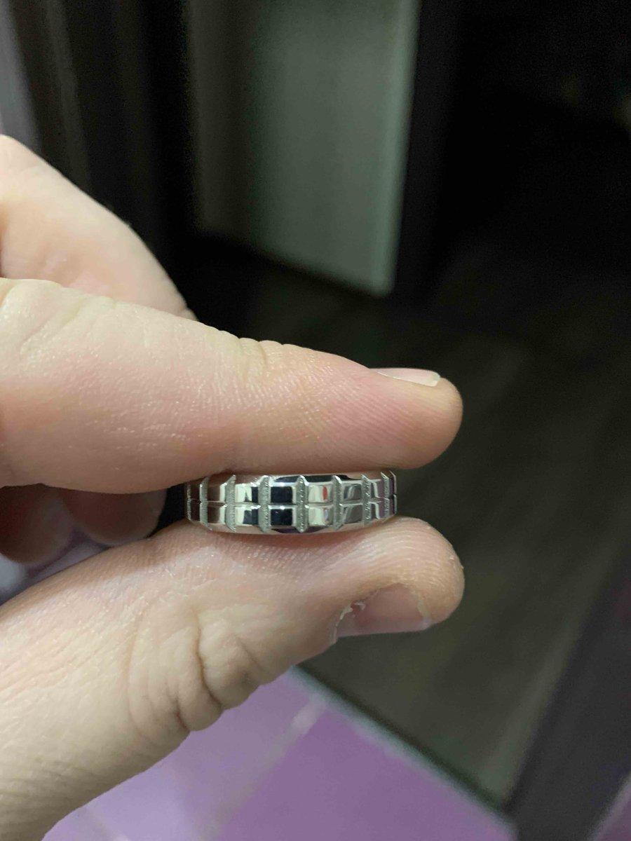 Очень красивое кольцо!!!очень похоже на белое золото!!!покупкой доволен!!!!