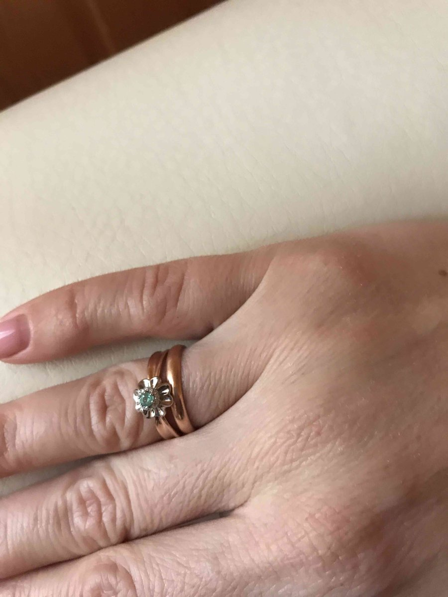 Кольцо с изумрудом и бриллиантиками