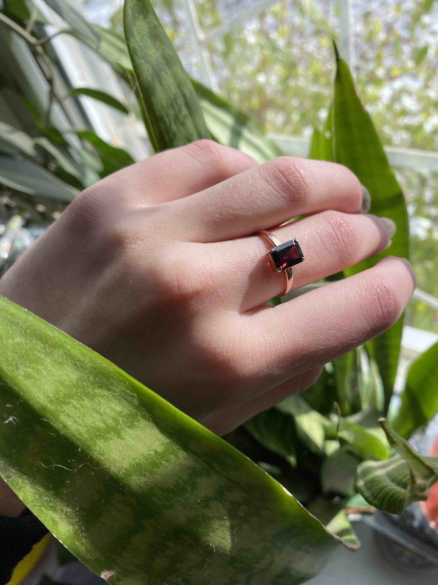 Красивое и не дорогое кольцо.