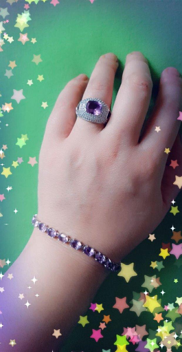 Очень красиво смотрится на руке советую  всем любителям серебра.