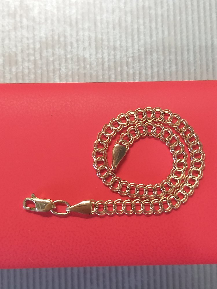 Отличный золотой браслет.