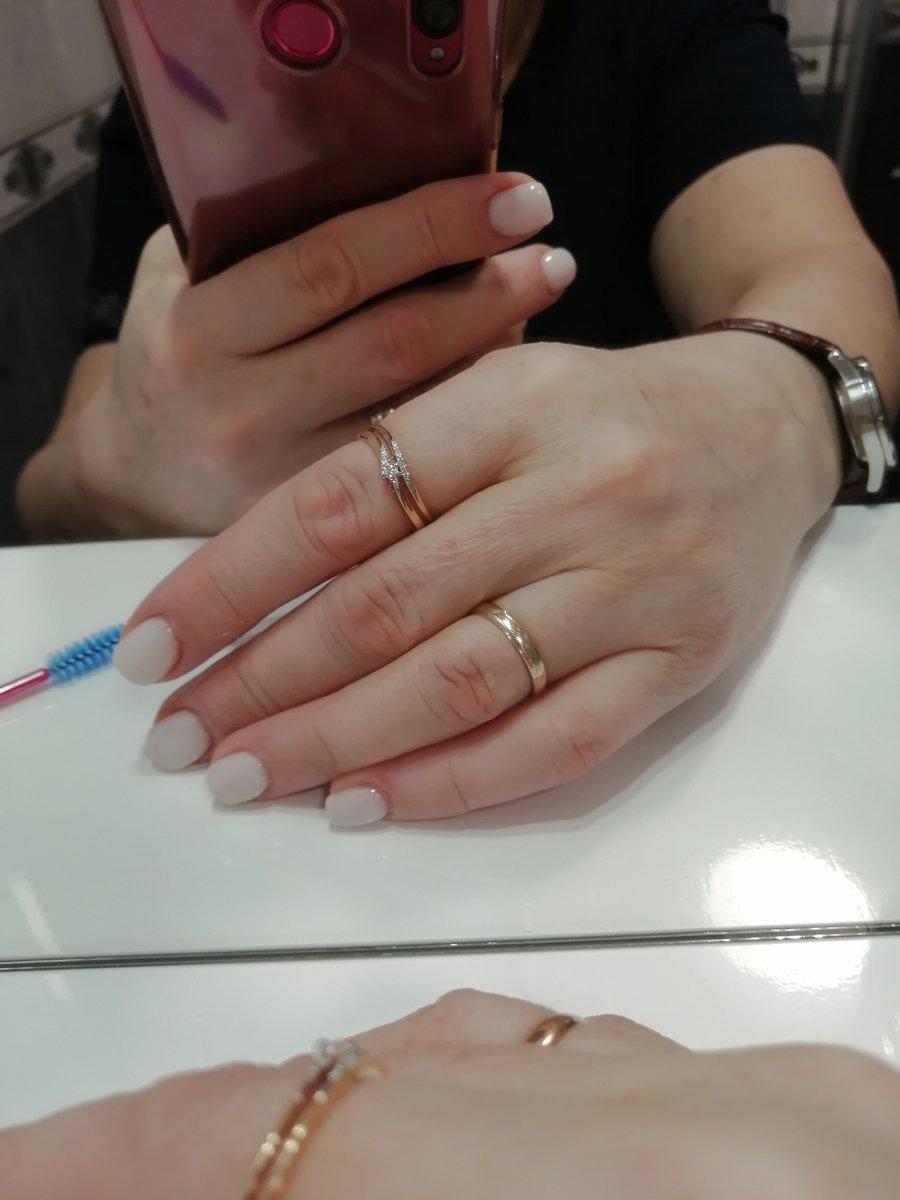Золотое кольцо с бриллиантами нежность