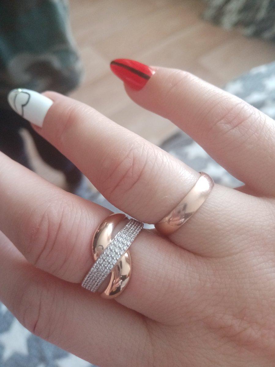 Суперское кольцо, спасибо мужу за подарок! я очень довольна)
