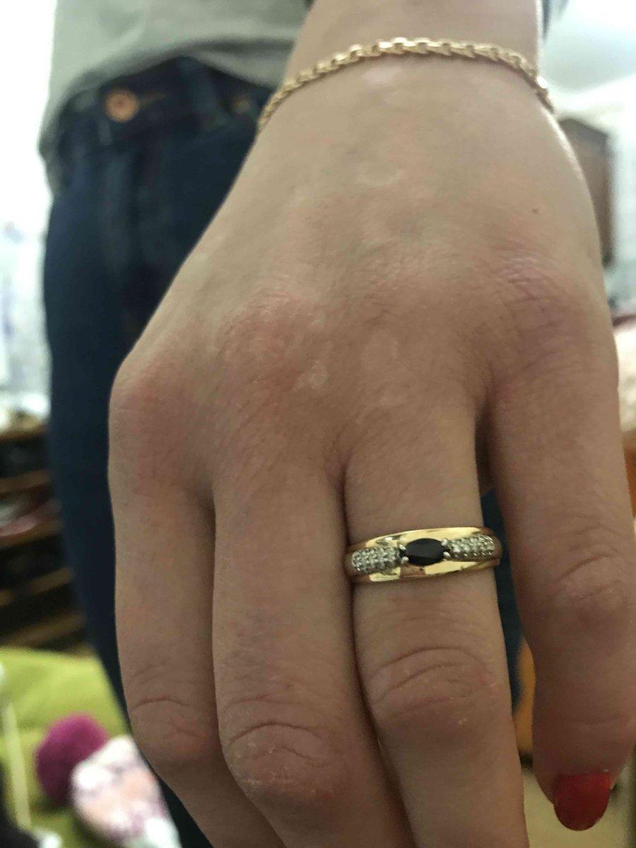 Золотое кольцо с сапфирами и брилиантами