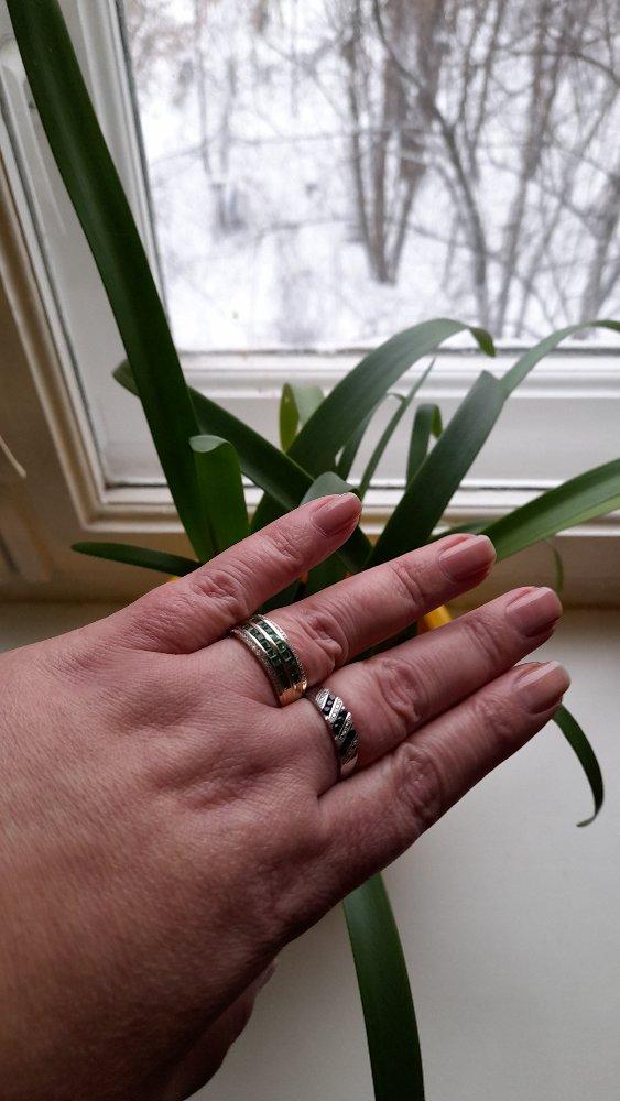 Великолепное кольцо,очень красивое.