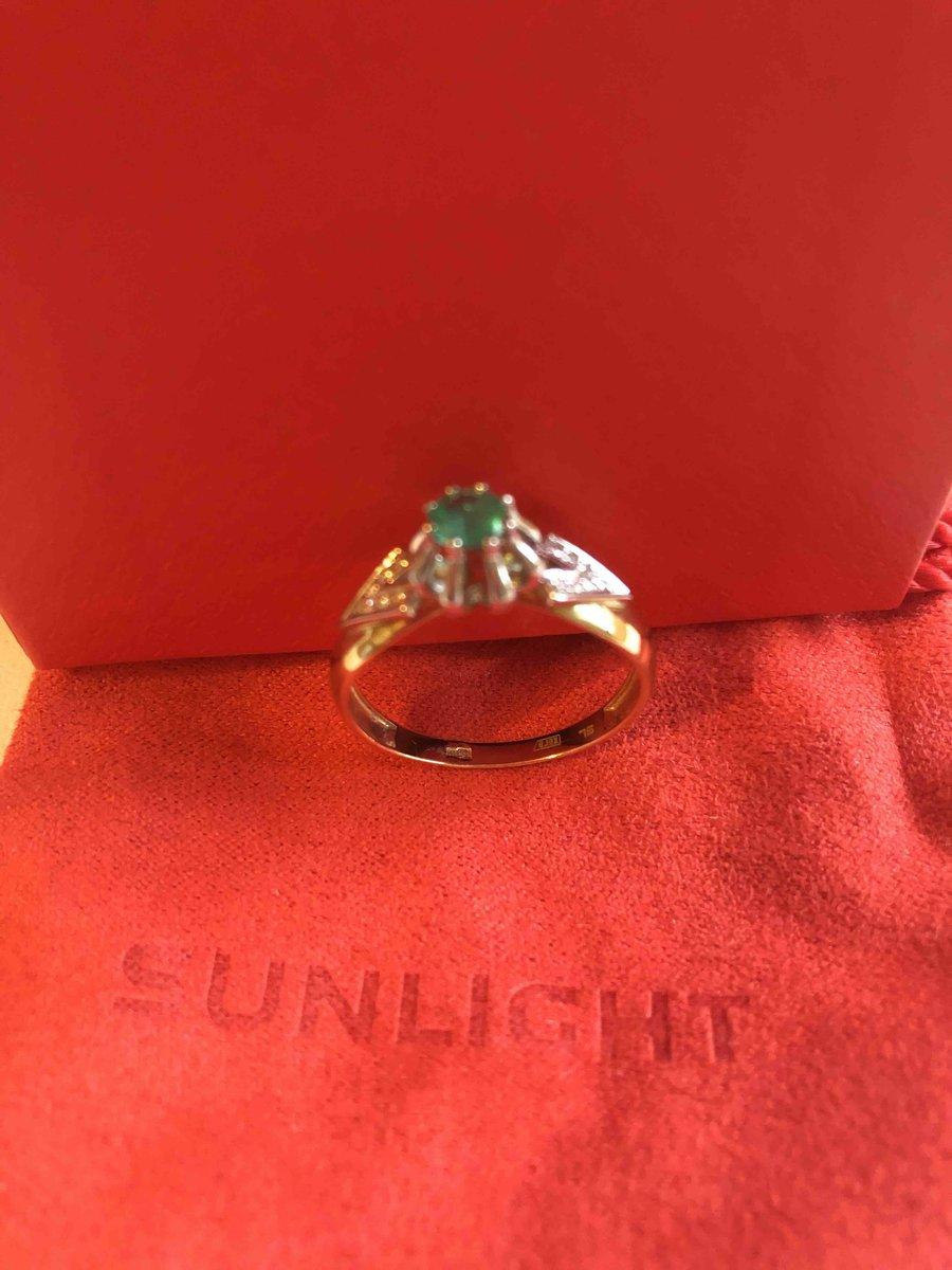 Золтое кольцо с изумрудом