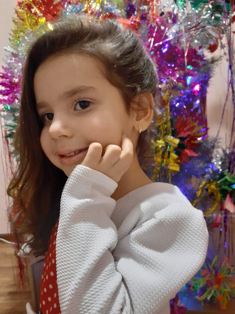 Очень красивые и аккуратные серёжки!!! отличный подарок для дочери!!