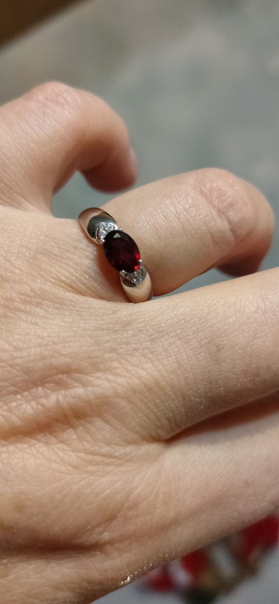 Симпатичное кольцо получила в подарок