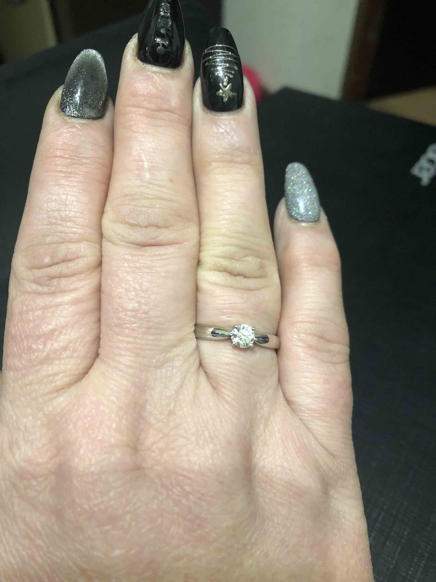Кольцо из белого золота с брилльянтом.