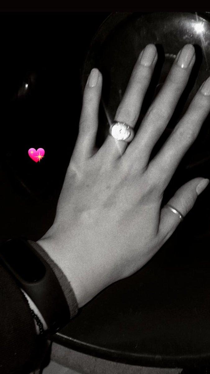Кольцо с фианитищем