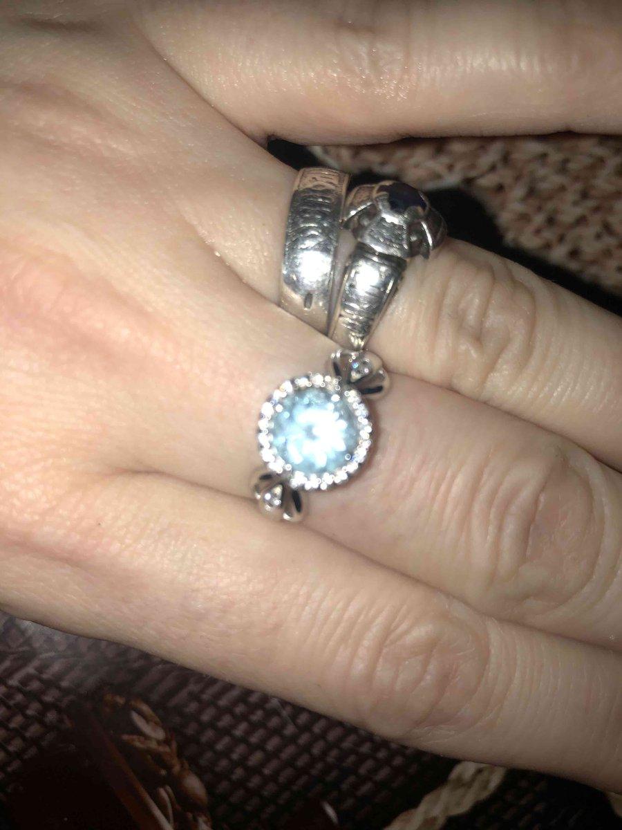 Серебрянное кольцо с топазом и фионитами