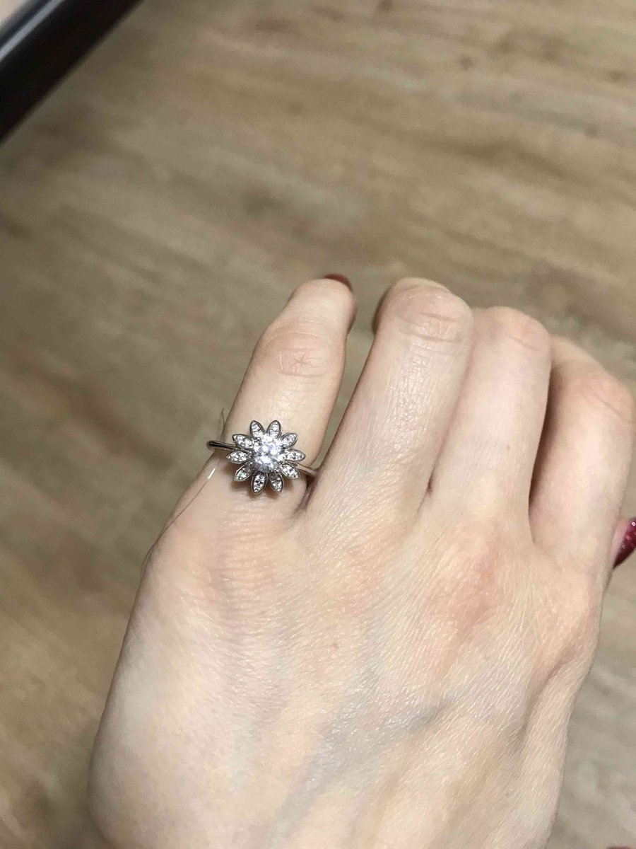 Как это кольцо блестит!