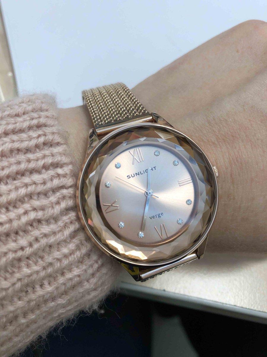 Отличные часы. стильно. красиво.