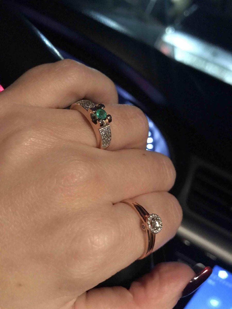 Кольцо с натуральным изумрудом.