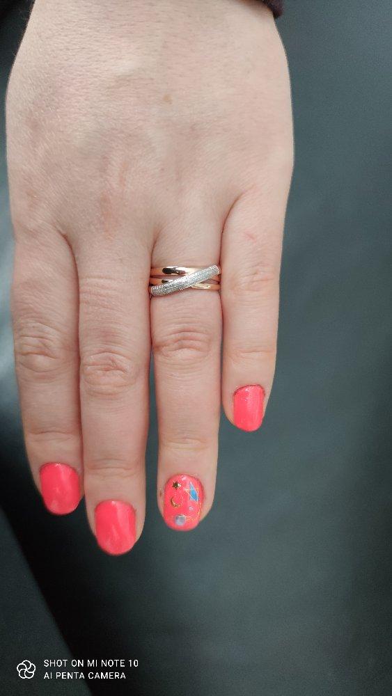 Кольцо очень классное ,смотрится хорошо и богато .