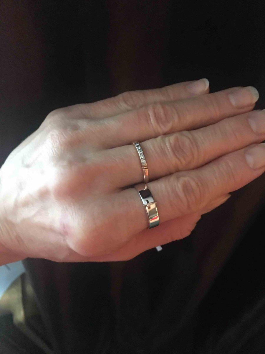 Лаконичное, изысканное в своей поостоте кольцо