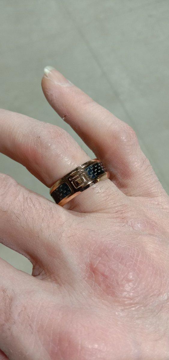 Кольцо выглядит шикарно