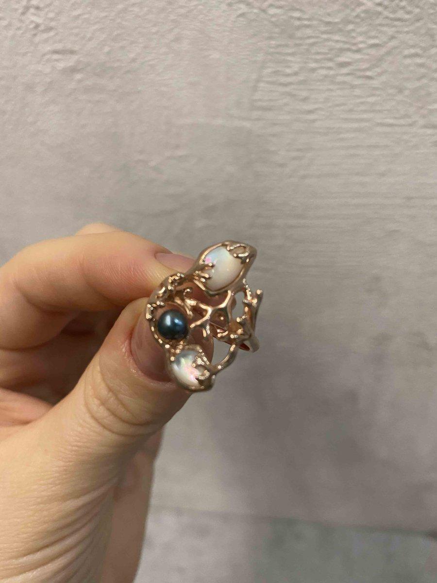 Современный дизайн, нежное кольцо