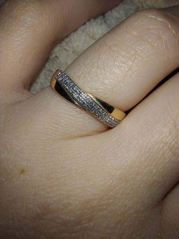 Золотое кольцо с бриллиантами