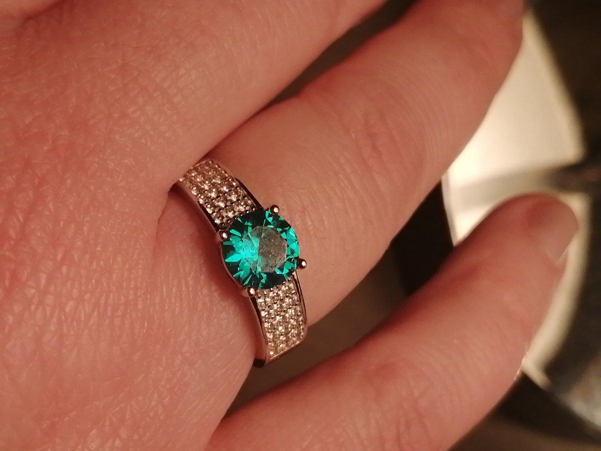 Шикарное кольцо. лучшее из всех, которое у вас покупала. очень довольна.