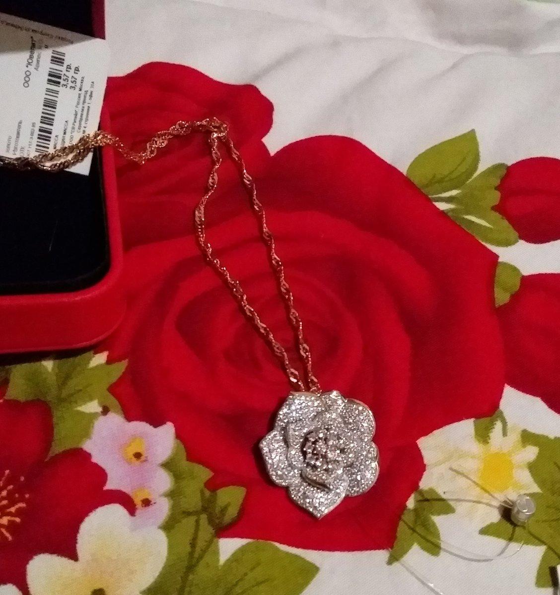 Золотая подвеска в виде цветочка