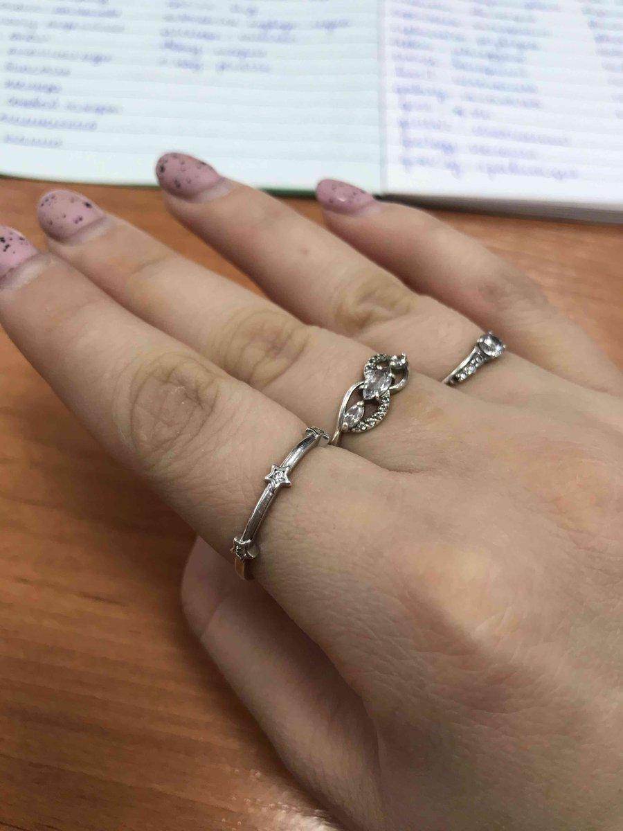 Серебряное кольцо с фианитами, отличный выбор !