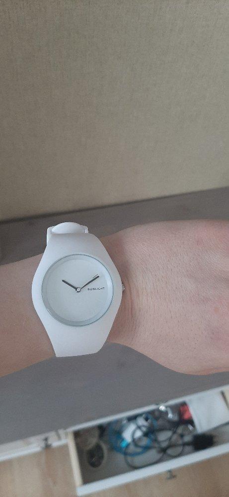 Часы женские с белым ремешком