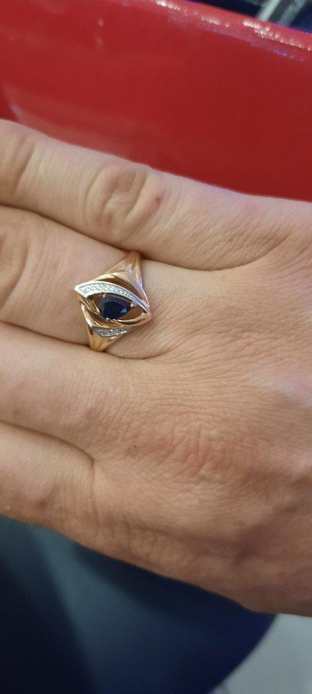 Великолепное кольцо,смотрется очень красиво и богато.очень красиво сочетает