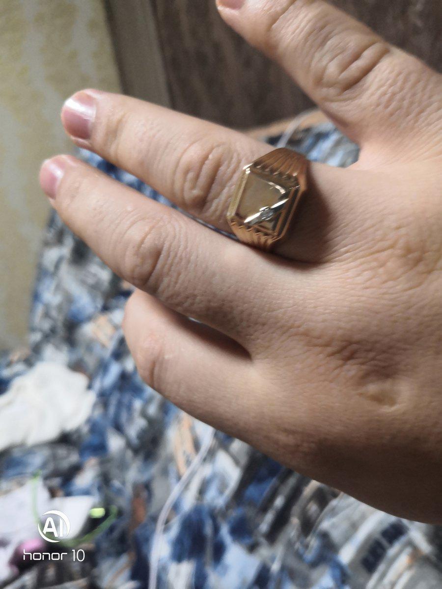 Красивые кольца и красивые продовщицы